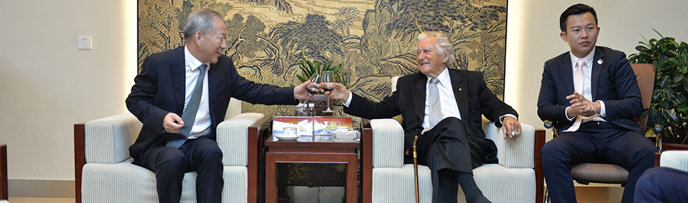 Dean Yan Jiehe Had a Meeting again with Bob Hawke, Former Premier of Australia, in Shanghai.